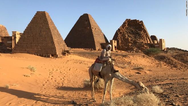 Nếu so về tuổi đời và độ tinh xảo, chưa chắc kim tự tháp ở Ai Cập đã là nhất! - Ảnh 1.