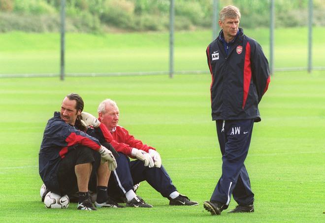 Cặp mắt xanh ngày ấy của Wenger nhấn chìm Arsenal vào kỷ nguyên ăn mày dĩ vãng - Ảnh 11.