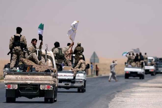 Hình ảnh các lực lượng Syria rầm rộ tiến về thủ phủ IS ở Raqqa - Ảnh 1.