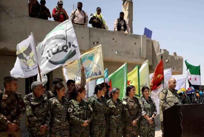 Hình ảnh các lực lượng Syria rầm rộ tiến về thủ phủ IS ở Raqqa - Ảnh 2.