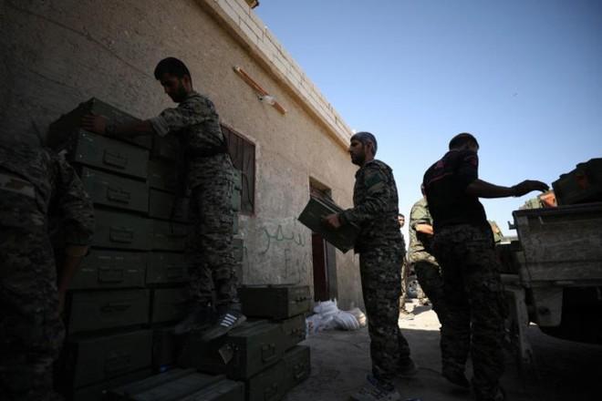 Hình ảnh các lực lượng Syria rầm rộ tiến về thủ phủ IS ở Raqqa - Ảnh 7.