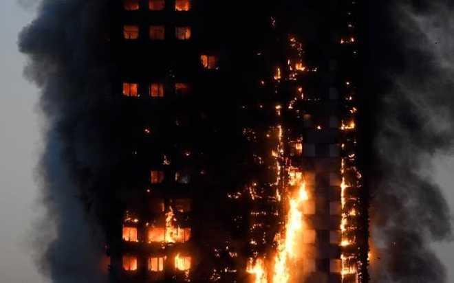 Anh: Trẻ em gào khóc gọi cha mẹ trong tòa tháp bị cháy kinh hoàng ở London - ảnh 4