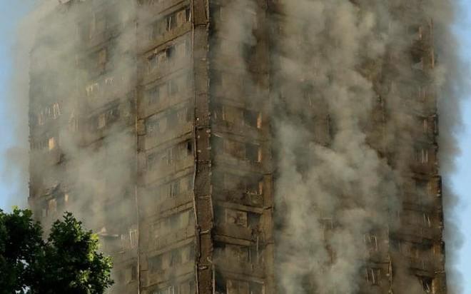 Anh: Trẻ em gào khóc gọi cha mẹ trong tòa tháp bị cháy kinh hoàng ở London - ảnh 5