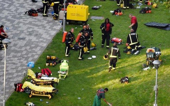 Anh: Trẻ em gào khóc gọi cha mẹ trong tòa tháp bị cháy kinh hoàng ở London - ảnh 8