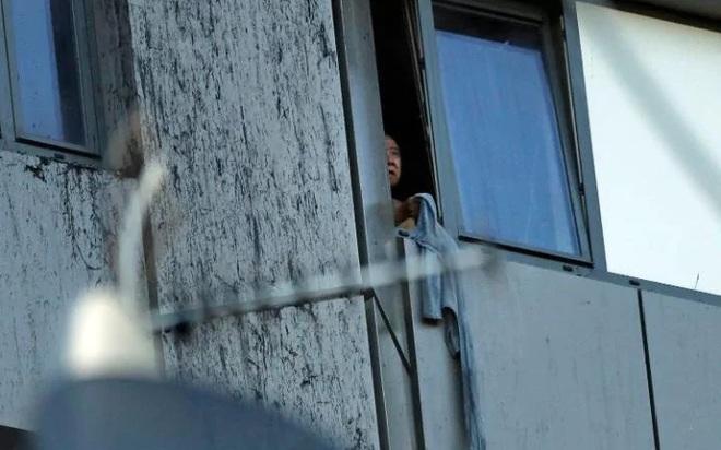 Anh: Trẻ em gào khóc gọi cha mẹ trong tòa tháp bị cháy kinh hoàng ở London - ảnh 9