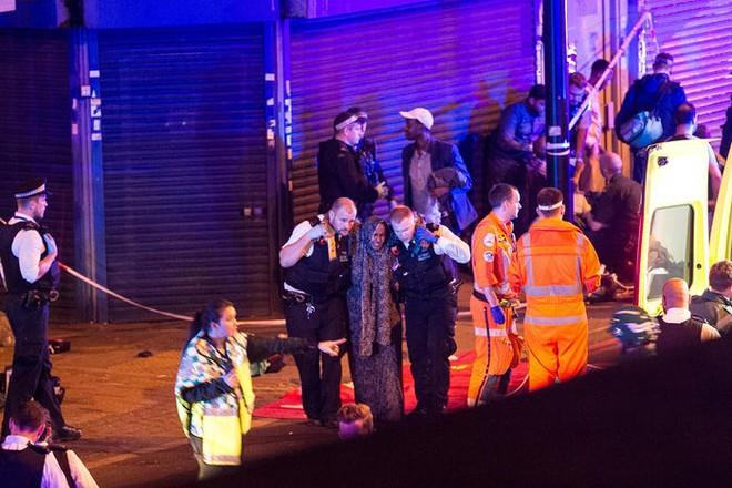 Lao xe tải vào đám đông người Hồi giáo ở London: Cảnh sát Anh xác nhận vụ tấn công mang dấu hiệu khủng bố - Ảnh 4.