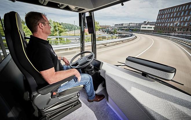 """Chiếc xe buýt tự lái """"bước ra từ phim viễn tưởng"""" của Mercedes - Ảnh 4."""