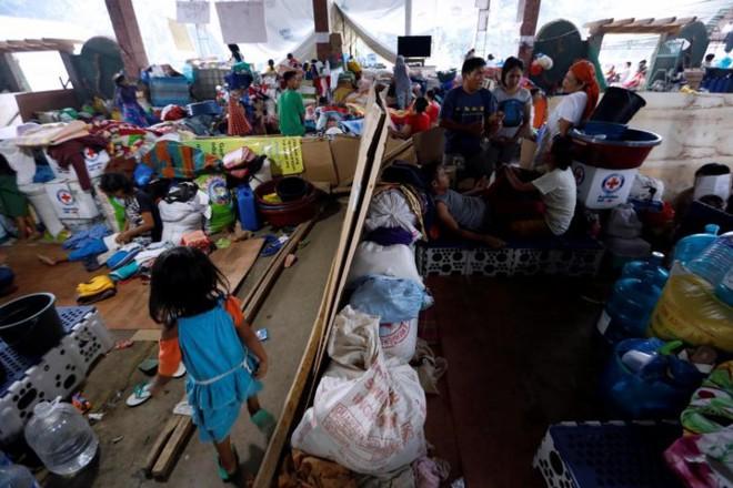 Hình ảnh cuộc sống khó khăn của người dân Marawi trong trại tị nạn - Ảnh 1.