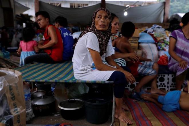 Hình ảnh cuộc sống khó khăn của người dân Marawi trong trại tị nạn - Ảnh 2.