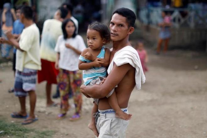 Hình ảnh cuộc sống khó khăn của người dân Marawi trong trại tị nạn - Ảnh 6.