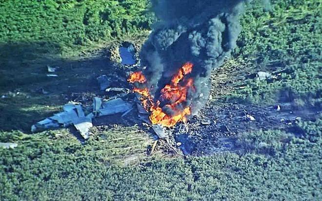 Cận cảnh hiện trường vụ rơi máy bay quân sự Mỹ làm 16 người chết - Ảnh 2.