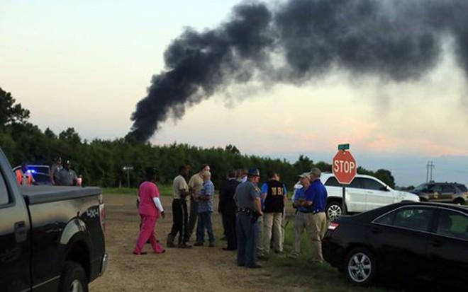 Cận cảnh hiện trường vụ rơi máy bay quân sự Mỹ làm 16 người chết - Ảnh 4.