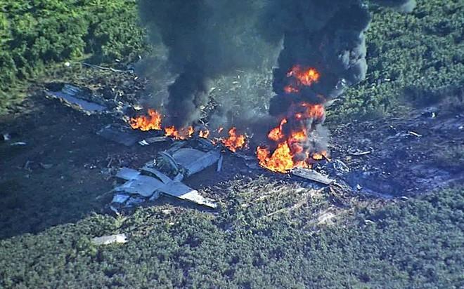 Cận cảnh hiện trường vụ rơi máy bay quân sự Mỹ làm 16 người chết - Ảnh 8.