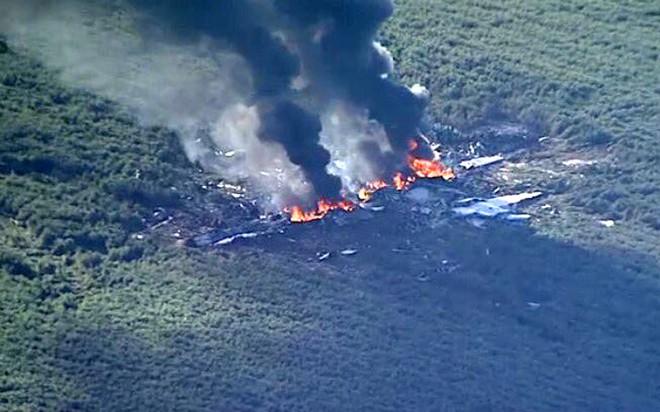 Cận cảnh hiện trường vụ rơi máy bay quân sự Mỹ làm 16 người chết - Ảnh 9.