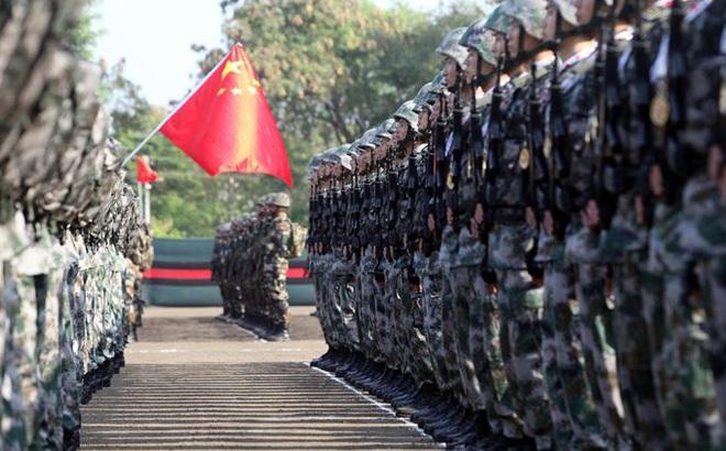 Quân Ấn Độ đào hào, dựng trại đối mặt TQ, Bắc Kinh có thể điều 300.000 lính nếu xung đột