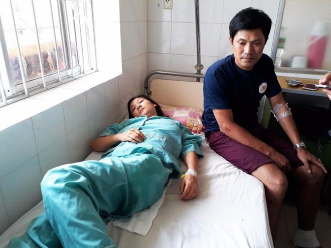 Lật xe giường nằm, 14 người bị thương - Ảnh 1.