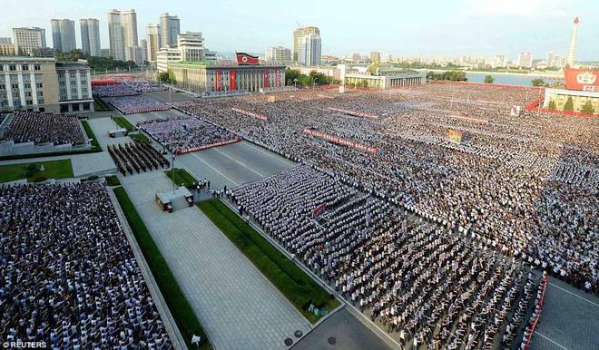 Hàng vạn người Triều Tiên mít tinh thách thức Mỹ - Ảnh 2.