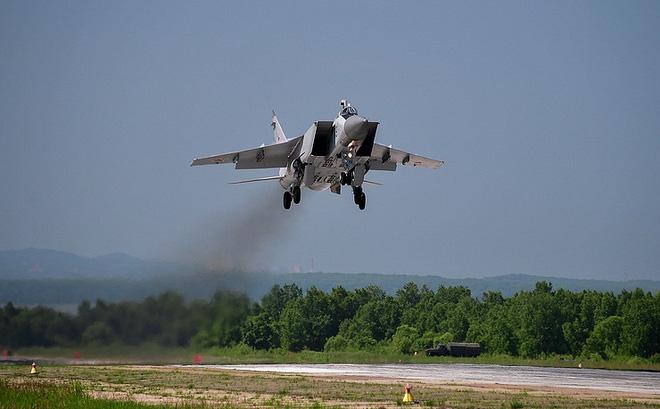 """Một tuần 4 lần tiêm kích Nga """"suýt tuốt gươm"""": Sẵn sàng tiêu diệt máy bay lạ"""