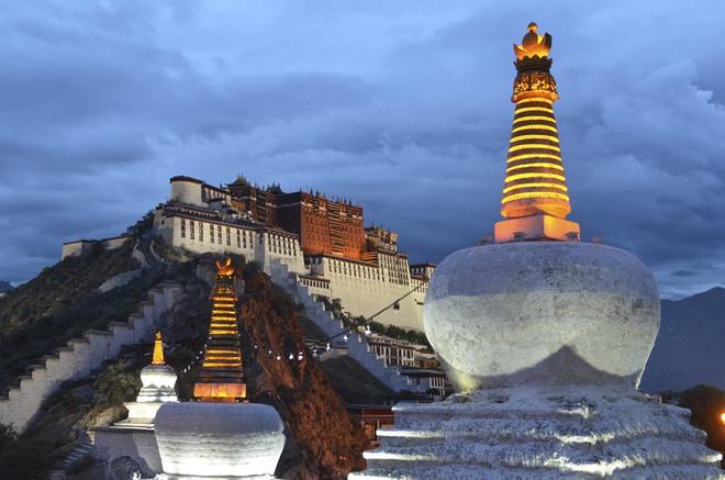 Giải mã bí ẩn tục lệ thiên táng kỳ lạ của người Tây Tạng - Ảnh 2.