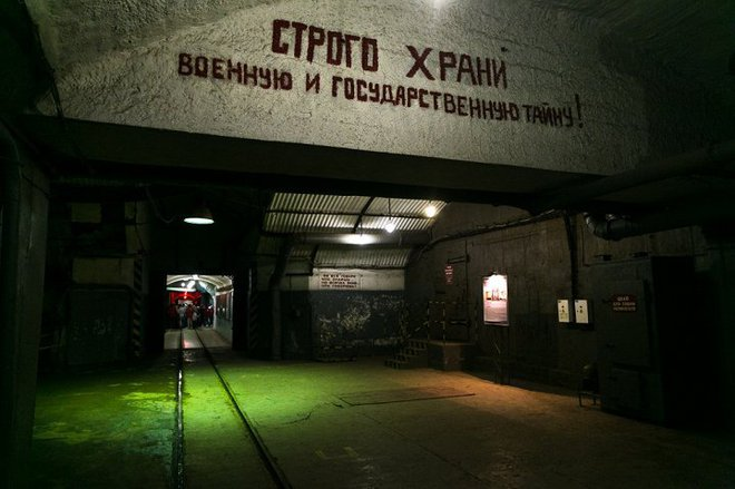 Có gì bên trong căn cứ tàu ngầm tuyệt mật dưới lòng đất của Liên Xô tại Crưm? - Ảnh 1.