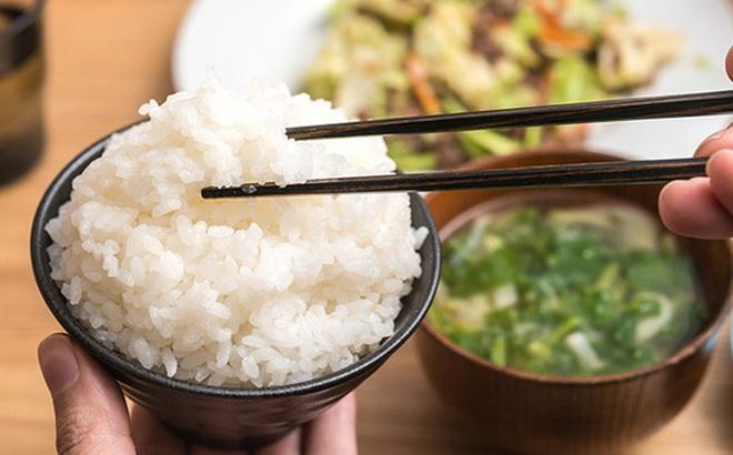 """Dùng đũa thế nào để đúng """"chuẩn"""" của người Nhật Bản, bạn đã biết chưa?"""