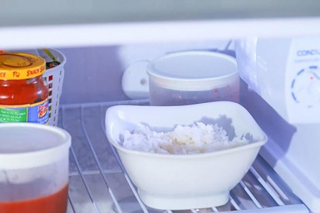 Công dụng bất ngờ khi cho một thìa dầu dừa vào gạo rồi nấu cơm, bạn đã biết chưa? - Ảnh 2.