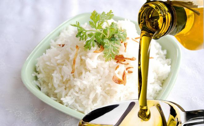 Công dụng bất ngờ khi cho một thìa dầu dừa vào gạo rồi nấu cơm, bạn đã biết chưa?