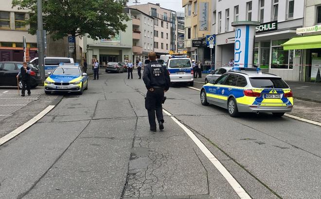 Cảnh sát Đức phong tỏa hiện trường vụ tấn công ngày 18/8 (Ảnh: @aktuelle_stunde/Twitter)