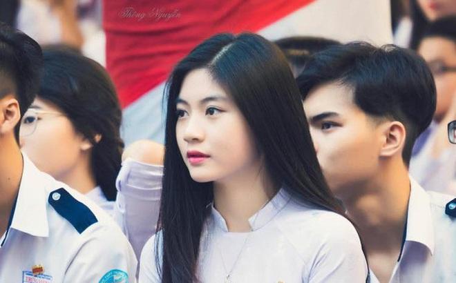 Cô bạn 18 tuổi chứng minh con gái Việt mặc áo dài lúc nào cũng là ...