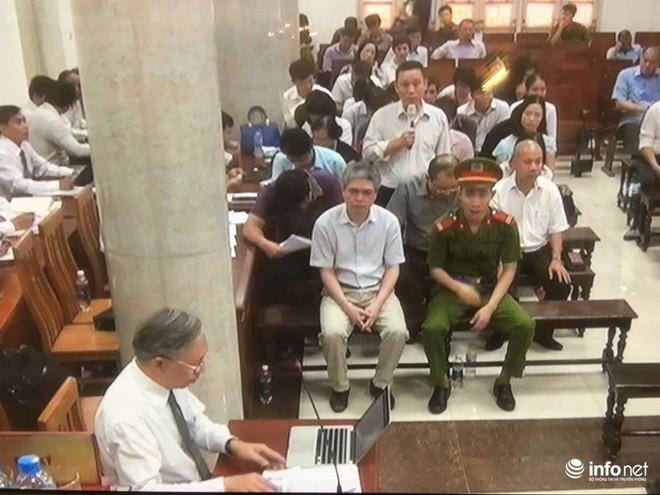 Xử vụ OceanBank: Thẩm phán thấy khổ thân bị cáo Hà Văn Thắm - Ảnh 1.