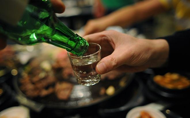 4 tác động đáng ngại của rượu bia và 10 biểu hiện cần đến gặp bác sĩ ngay đừng chậm trễ