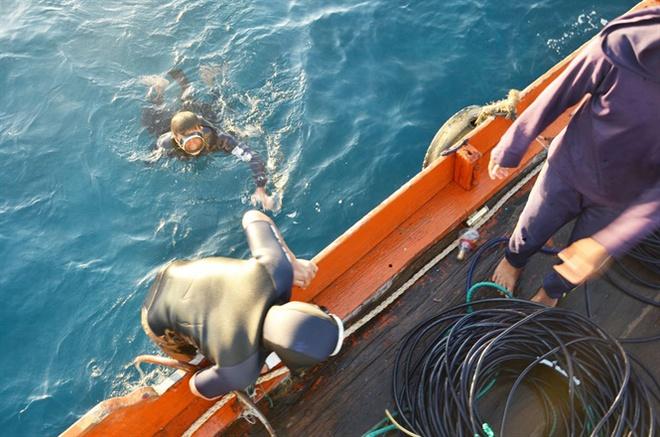 Làng chuyên săn tìm kho báu cổ dưới lòng đại dương - Ảnh 1.
