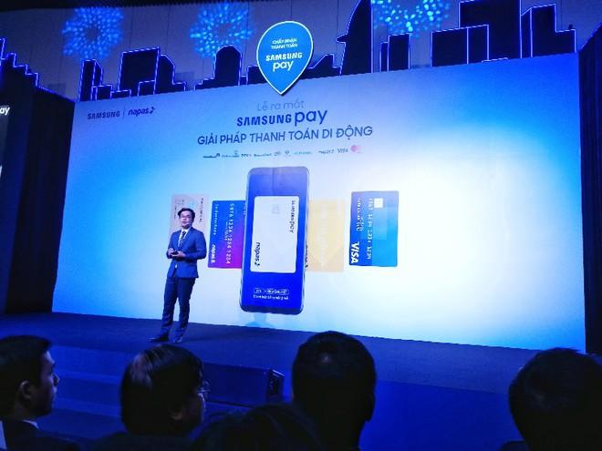 Samsung Pay ra mắt tại Việt Nam, lần đầu tiên có thể dùng điện thoại thay thẻ ATM - Ảnh 1.