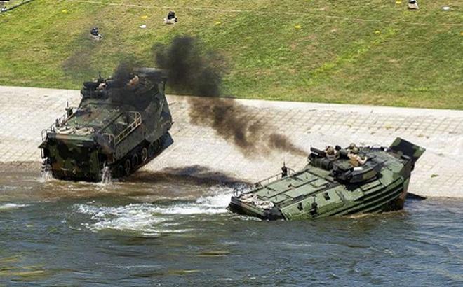 Cháy xe thiết giáp đổ bộ, 15 thuỷ quân lục chiến Mỹ bị thương
