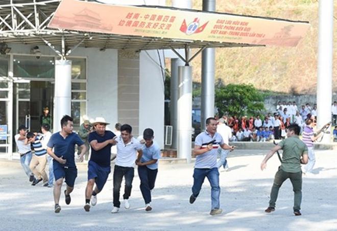 Quân đội Việt Nam và Trung Quốc phối hợp tổ chức diễn tập liên hợp chống khủng bố - Ảnh 4.