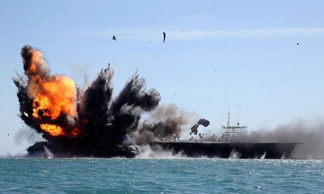 Triều Tiên tung video tên lửa bắn nổ tung tàu sân bay và chiến cơ Mỹ - Ảnh 1.