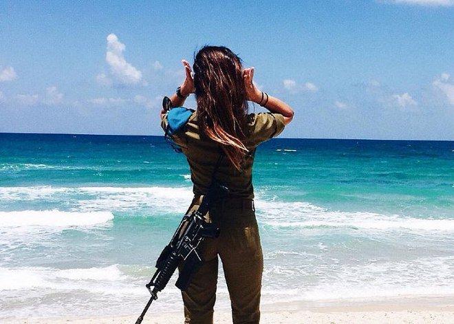Ảnh: Vẻ đẹp nóng bỏng của nữ quân nhân Israel - Ảnh 7.