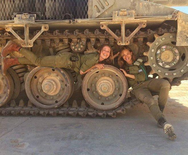 Ảnh: Vẻ đẹp nóng bỏng của nữ quân nhân Israel - Ảnh 11.