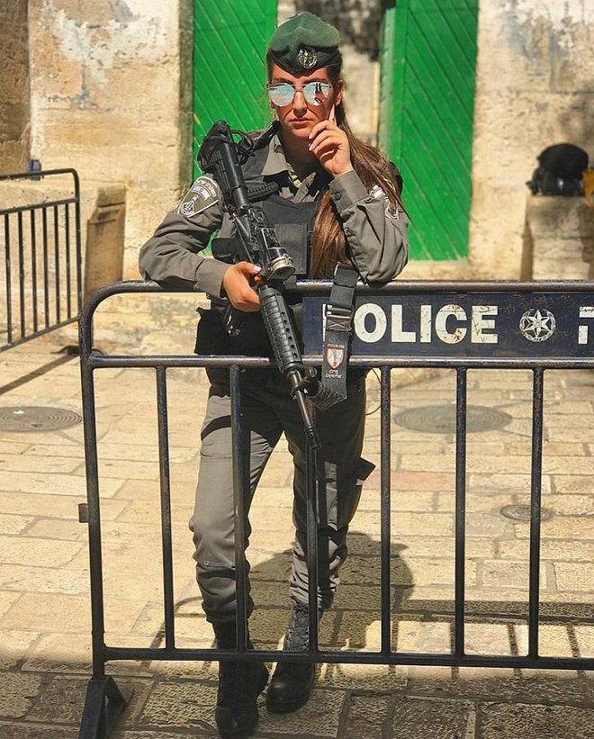 Ảnh: Vẻ đẹp nóng bỏng của nữ quân nhân Israel - Ảnh 13.