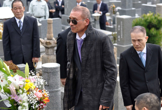 Bí ẩn cuộc đời trùm mafia Nhật Bản: Ngày buôn vũ khí, giết người, tối làm thơ  viết truyện - Ảnh 4.