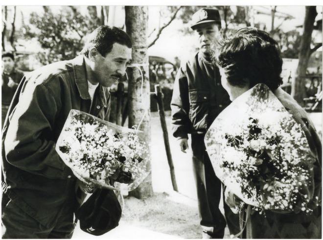 Bí ẩn cuộc đời trùm mafia Nhật Bản: Ngày buôn vũ khí, giết người, tối làm thơ  viết truyện - Ảnh 1.