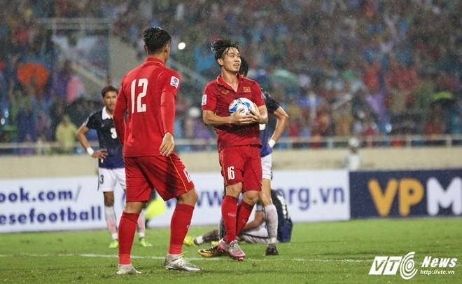 HLV Park Hang Seo sẽ dễ dàng đưa tuyển Việt Nam vào top 100 thế giới? - Ảnh 1.