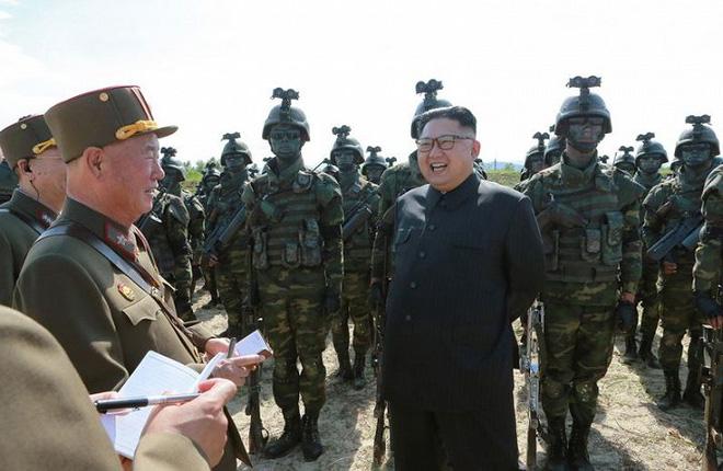 Ảnh hiếm đặc nhiệm Triều Tiên tập trận đổ bộ chiếm đảo - Ảnh 2.