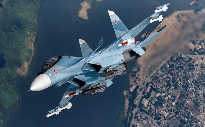 """Phi công đẳng cấp nhất của đội bay Hiệp sĩ Nga với Su-30SM tham chiến, diệt máy bay """"lạ"""""""
