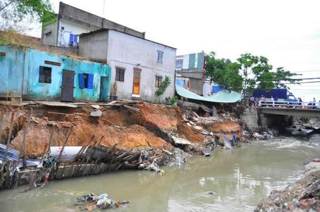Phó chủ tịch TP Biên Hòa bị kỷ luật vì bờ kè sập đổ - Ảnh 1.