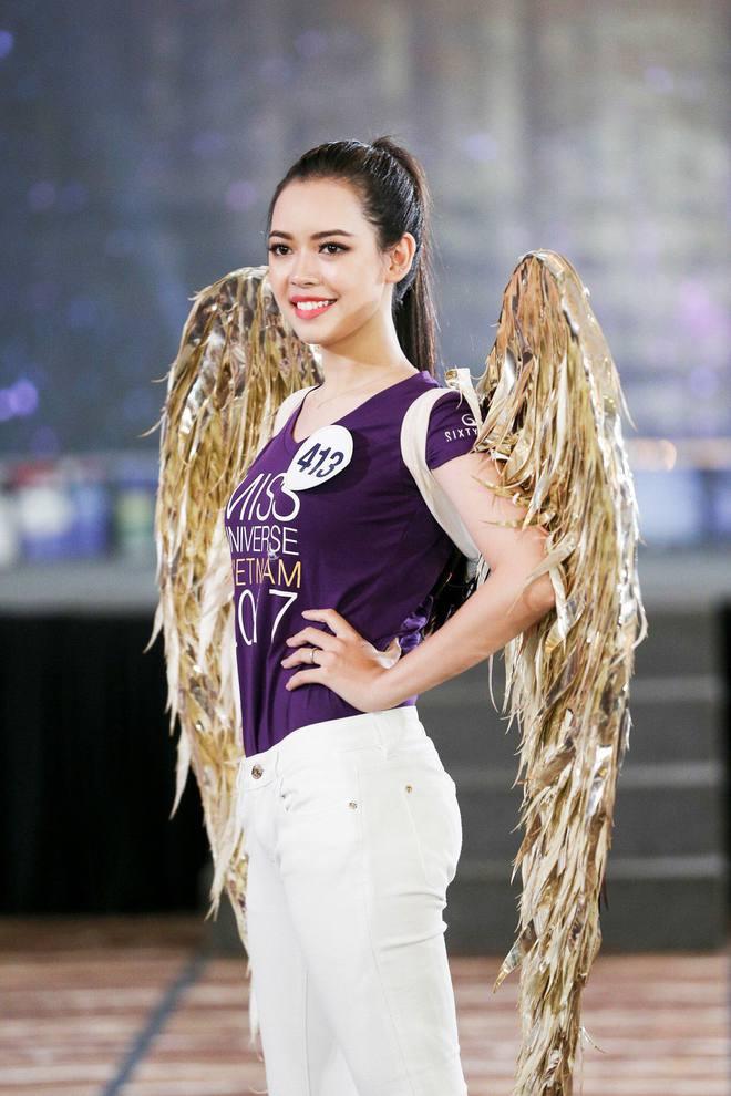 Nữ giảng viên tương lai của ĐH Xây dựng: Xinh đẹp, giỏi piano và tự tin khi dự thi Hoa hậu hoàn vũ - Ảnh 1.