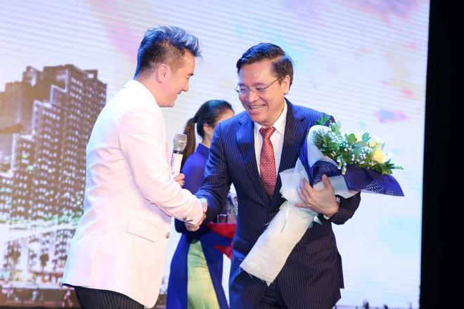 Đàm Vĩnh Hưng , Hoa Hậu Thu Hương ấn tượng trước căn hộ New City - Ảnh 2.