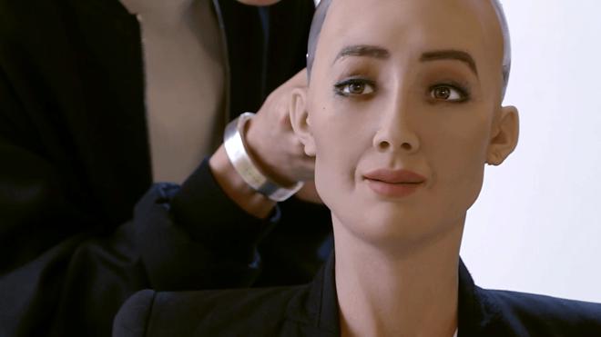 Toàn bộ cuộc phỏng vấn nữ robot Sophia: Tôi cũng thấy sởn gai ốc... - Ảnh 3.