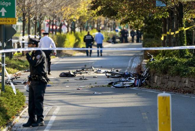 New York: Khủng bố gần địa điểm vụ 11/9, 8 người thiệt mạng, thủ phạm hét Allahu Akbar - Ảnh 7.