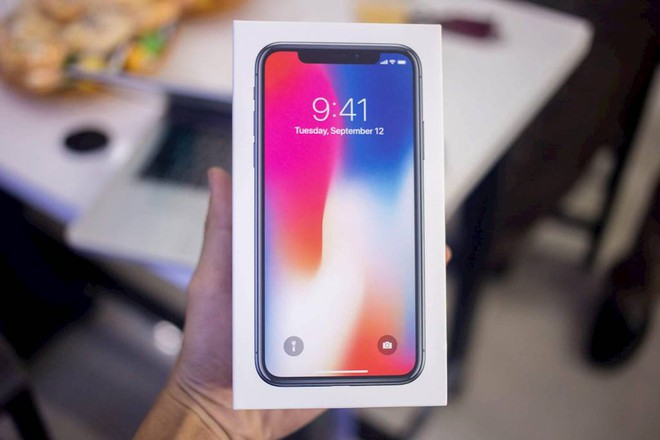 Vì sao iPhone X về Việt Nam giá cao gấp đôi? - Ảnh 1.